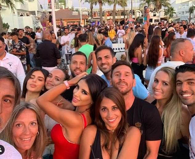 So else wanna see Lionel Messi At Ibiza with friends and family?