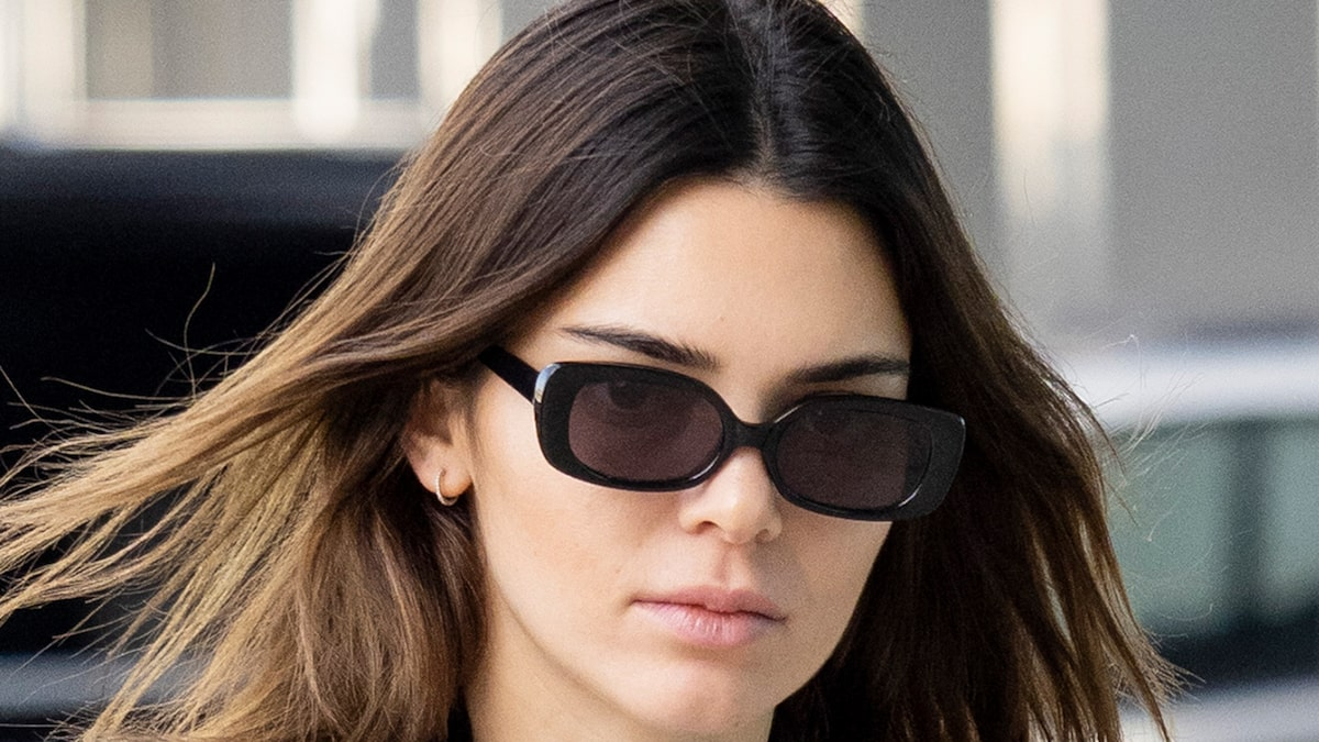 KENDALL JENNER AGREES TO COUGH UP $90,000 ...Over Fyre Festival Promo