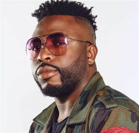 Marry a team player and not a girl with high expectations – Samklef advises celebrities.
